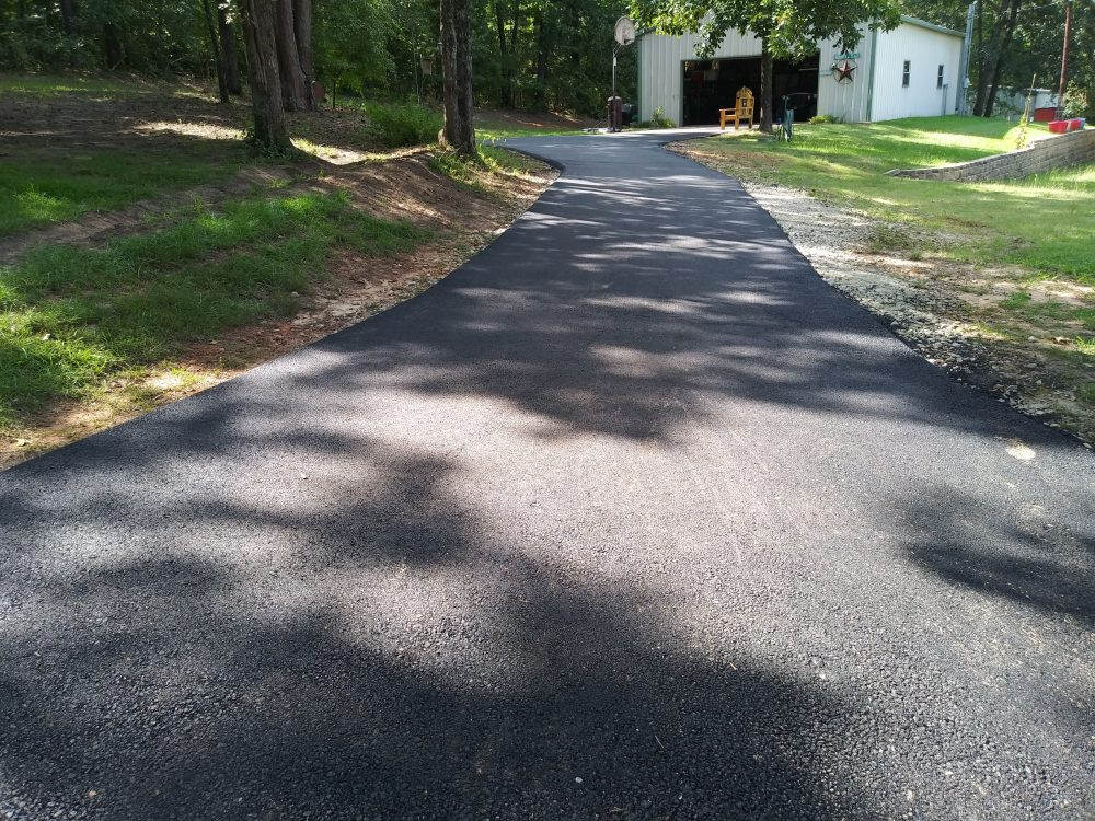 2 Important Asphalt Services A Commercial Contractor Can Provide
